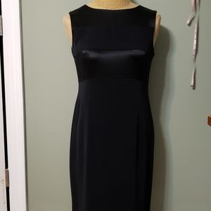 Sleeveless little black coctail dress